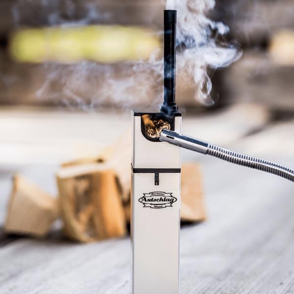 Axtschlag Rauchgenerator anzünden